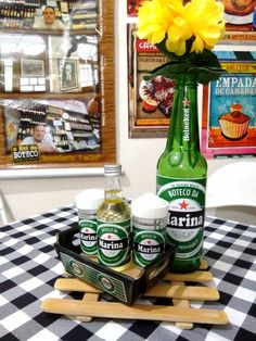 Personalize Sua Festa com Centrinho Botechic Heineken no Party Looks, Ideas Decoracion Cumpleaños, Man Party, 40th Birthday Parties, Partying Hard, Its My Bday, Birthday Decorations, Open House, Beer Bottle