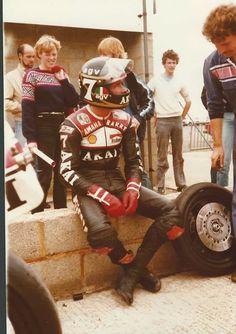 Sheene.Akia Yam full works 81 Motorcycle Racers, Suzuki Motorcycle, Grand Prix, Classic Motorcycle, Old Bikes, Champions, Road Racing, Motogp, Helmets