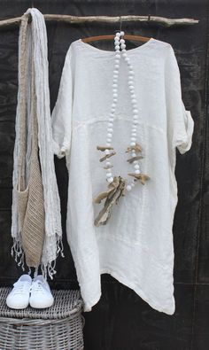 caftano- Get inspired and find your own unique style for woman of all ages. Casual interesting and cool fashion. Real clothes for real women, streetwear. Linen Dresses, Cotton Dresses, Casual Dresses, Boho Fashion, Womens Fashion, Fashion Design, Purple Accessories, Look Boho, Mode Outfits
