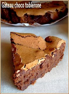 Gâteau choco toblerone Toblerone Chocolate, Best Chocolate, Chocolate Desserts, Cake Chocolate, Healthy Chocolate Smoothie, Low Carb Chocolate Mousse, Chocolat Cake, Peanut Butter No Bake, Love Food