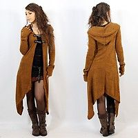 """Makshi"", Rouille Absolutely love this coat! PlusAbsolutely love this coat! Witch Fashion, Boho Fashion, Womens Fashion, Fashion Design, Fashion 2017, Fashion Clothes, Mode Style, Style Me, Mode Hippie"