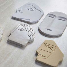 pottery ideas Wanddeko Gesicht in Wei, 20 cm Diy Clay, Clay Crafts, Ceramic Clay, Ceramic Pottery, Slab Pottery, Ceramic Bowls, Ceramic Decor, Pottery Art, Cerámica Ideas