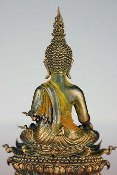 โชว์งานศิลปะท่านอาจารย์เฉลิมชัย : พระกริ่งพุทธประทานยศบารมี วรรณะแก่ทอง องค์นี้ห่มจีวรเหลืองครับ