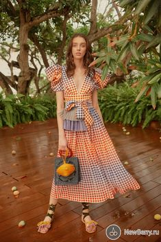 The complete Silvia Tcherassi Resort 2019 fashion show now on Vogue Runway. Estilo Fashion, Fashion Mode, Urban Fashion, Look Fashion, Runway Fashion, Fashion Outfits, Womens Fashion, Fashion Design, Fashion Trends