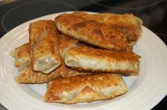 Easy Pork Spring Rolls-Great recipe that I have to try with leftover pulled pork. Be sure to add a little chopped pepper for a kick! Pork Recipes, Real Food Recipes, Great Recipes, Cooking Recipes, Lamb Dishes, Pork Dishes, Chicken Pork Recipe, Chicken Recipes, Creamy Coleslaw Dressing