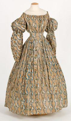 Day dress ca. 1830's From theCentre de Documentació i Museu Tèxtil de Terrassa