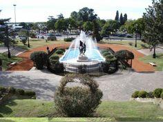 Parque Independencia  Hermoso parque donde el turista puede encontrar monumentos, fuentes de agua, estatuas, alberga el Museo de Bellas Artes, Museo Histórico Provincial y el Museo de la ciudad, y la hermosa Fuente Ornamental de Aguas Danzantes.