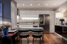 Um lar vibrante em forma de biblioteca - Casa Vogue | Apartamentos