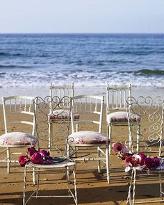again, i love the eclectic feel, but with a beach backdrop! what more could i possibly need.