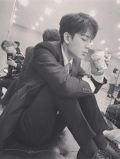 Chanwoo Ikon, Hanbin, Korean Bands, South Korean Boy Band, Mix And Match Ikon, Ikon Songs, Funny Fights, Ikon Member, Flowers