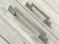 "2.5"" 3.75"" Silver Drawer Pulls Handles Dresser Pull Mirror Look Mirrored Chrome Kitchen Cabinet Door Handle Pull Decorative 2 1/2"" 64 96 mm"