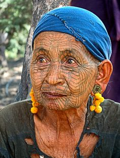 In Burma's hilly Chin province, women have sported full-facial tattoos for… We Are The World, People Around The World, Burmese, Tribal Tattoos, Demi Lovato, Piercing, Tattoo Foto, Facial Tattoos, Myanmar Women