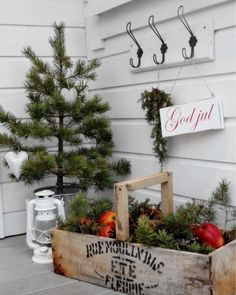 Front porch vignette via MissMette Nordic Christmas, Christmas Porch, Christmas Store, Merry Little Christmas, Simple Christmas, All Things Christmas, Winter Christmas, Country Christmas Decorations, Christmas Wonderland