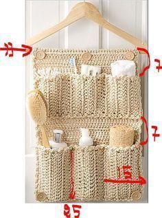 Terre – Dégradation : S'il est vrai qu'un système de rangement en plastique de ce type n'est vraiment pas cher… il est constitué d'éléments pollueurs. Alors voil… Crochet Diy, Crochet Home Decor, Filet Crochet, Yarn Crafts, Diy And Crafts, Crochet Organizer, Diy Rangement, Crochet Squares, Crochet Accessories