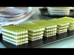 Pandan Agar-Agar/ Jelly 班兰燕菜糕 - YouTube Asian Snacks, Asian Desserts, No Cook Desserts, Sweet Desserts, Milk Jelly, Jam And Jelly, Agar Agar Jelly, Watermelon Jelly, Coconut Jelly