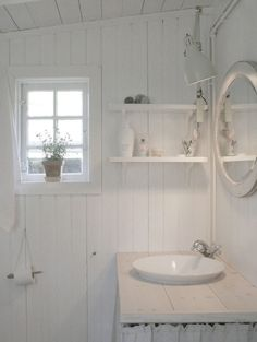 27 Good Helpful hints For Beach House Bathroom, Cabin Bathrooms, Small Bathroom, Beach Cottage Decor, Rustic Cottage, Bathroom Inspiration, Interior Inspiration, Shed Makeover, Country Interior