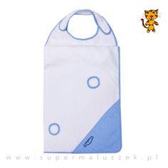 Okrycie kąpielowe Błękitny Obłoczek, które ma specjalne zapięcie na szyję rodzica, co znacznie ułatwia osuszanie dziecka. #supermaluszek #okryciekąpielowe #dziecko #kąpiel