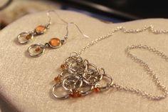 Parure collana e orecchini -  anellini e pietre arancioni di theKikish su Etsy