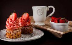 Citronovo-makové cupcakes s jahodovým krémem plněné domácí marmeládou » Pečení je radost