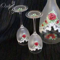 Recycled Glass Bottles, Painted Wine Bottles, Hand Painted Wine Glasses, Painted Mason Jars, Bottles And Jars, Flower Bottle, Lace Painting, Altered Bottles, Craft Sale