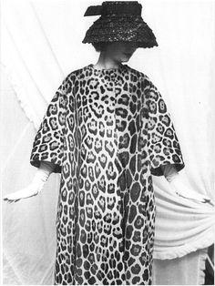 leopard gloves and hat Vintage Swim, Vintage Fur, Vintage Beauty, Vintage Style, 60 Fashion, Fashion Prints, Timeless Fashion, Feminine Fashion, Leopard Fur Coat