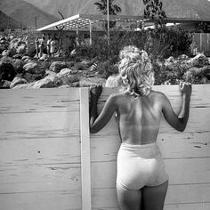 A sneaky peak inside the Loewy House, the classic modern desert home in Palm Springs, California, designed by Albert Frey in for the French American father of industrial design, Raymond Loewy. Veronica Lake, Albert Frey, Quann Sisters, Casual Chic, Raymond Loewy, Palm Springs Houses, Miss Moss, Slim Aarons, Tennis Stars
