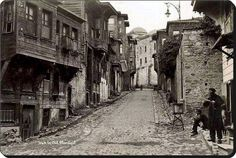Cities in Turkey for winter vacation are on the list down below if you are looking for advanture in winter time. Old Pictures, Old Photos, Istanbul Pictures, Most Visited Sites, Turkey Travel, Old Building, Ancient Ruins, Historical Pictures, Istanbul Turkey