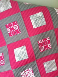 Crafty Garden Mom: Bloggers' Quilt Festival! - love the pink and gray and the straight line quilting.