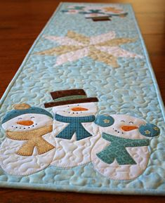 Snowmen Table Runner Pattern, Quilt Pattern, Pattern, Snowmen Table Runner, Winter Table Runner, Tab Thanksgiving Table Runner, Table Runner And Placemats, Christmas Table Cloth, Christmas Runner, Farmhouse Christmas Decor, Table Runner Pattern, Quilted Table Runners, Christmas Decorations, Christmas 2019