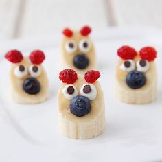 """Banana Bears: I've been spending way to much time playing with my food lately #unbakesale {#recipe + #howtovideo in the profile}"""