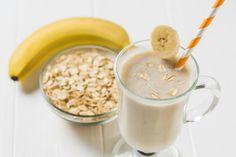 Gyorsan elkészíthető banános smoothie, ami felpörgeti az anyagcserét, és beindítja a fogyást. Szuper recept minden reggelre! Bananas, Granola, Cereal, Oatmeal, Smoothie, Breakfast, Recipes, Food, Peanut Butter