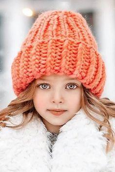 New photography kids winter hats ideas Beautiful Little Girls, Beautiful Children, Beautiful Babies, Young Girl Fashion, Kids Fashion, Cute Kids, Cute Babies, Kids Winter Hats, Lovely Eyes