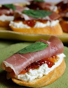 I have gotten so many compliments on this very easy appetizer - Crostini, Goat Cheese, Fig Jam, and proscuitto. Minus the goat cheese and fig jam. Add cream cheese and mango salsa with honey! Yummy Appetizers, Appetizers For Party, Appetizer Recipes, Appetizer Ideas, Light Appetizers, Italian Appetizers Easy, Goat Cheese Appetizers, Easy Summer Appetizers, Prociutto Appetizers
