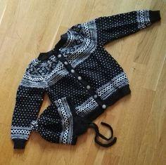 Setesdalkofte med lue, strikket av mormor til 2-årsdagen