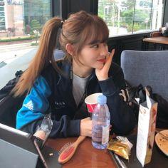 Ulzzang Hair, Ulzzang Korean Girl, Cute Korean Girl, Asian Girl, Korean Bangs Hairstyle, Hairstyles With Bangs, Korean Hairstyles Women, Girl Photo Poses, Girl Photos