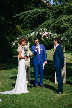 Ceremony flower arch | Image by Helen Abraham Photography