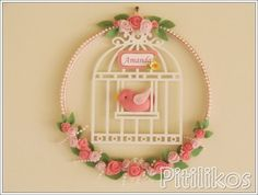 porta de maternidade Handmade Crafts, Diy And Crafts, Arts And Crafts, Felt Wreath, Bird Party, Baby Mobile, Pastel Floral, Embroidery Hoop Art, Patch Quilt