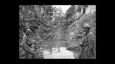 Rue de Roye coupée par l'explosion d'une mine, 1917.