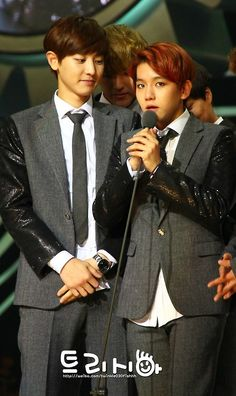 Chanyeol and Baekhyun aannnd there is Kris and Kai in the backround