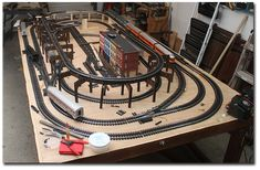 All About Standard Gauge Toy Trains Ho Scale Train Layout, Ho Train Layouts, Ho Scale Trains, Ho Trains, Toy Trains For Kids, Lionel Trains Layout, Model Training, Train Table, Train Tracks