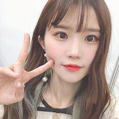 ( : Selfies Part 201 Kpop Girl Groups, Korean Girl Groups, Kpop Girls, Sweet Girls, Pretty Girls, Ulzzang Makeup, Soyeon, South Korean Girls, Girl Crushes