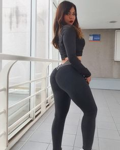 Image may contain: one or more people and people standing Curvy Girl Outfits, Hot Outfits, Girls In Leggings, Girls Jeans, Prety Girl, Thick Girl Fashion, Mini Club Dresses, Pants For Women, Clothes For Women