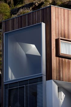 Image 6 of 21 from gallery of Whale Beach House / Neeson Murcutt Architects. Australian Architecture, Residential Architecture, Prefab Modular Homes, Wooden Facade, Arch House, Exterior Cladding, Building Facade, Peter Zumthor, Architect Design