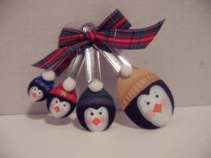 Penguin Spoon Ornaments - So cute Christmas Ornaments To Make, Christmas Projects, Holiday Crafts, Christmas Holidays, Christmas Decorations, Holiday Decorating, Christmas Ideas, Spoon Ornaments, Painted Ornaments
