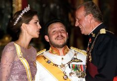 (L-R)Queen Rania, with her husband King Abdallah of Jordan and Spanish King Juan Carlos during a gala dinner at the Royal Palace in Madrid, 20 Oct 1999