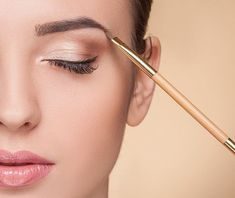 Top 15 Home Remedies To Get Thick Eyebrows Naturally Thin Eyebrows, Natural Eyebrows, Perfect Eyebrows, Coconut Oil Eyebrows, Castor Oil Eyebrows, Growing Out Eyebrows, How To Grow Eyebrows, Eyebrow Growth Oil, How To Get Thick