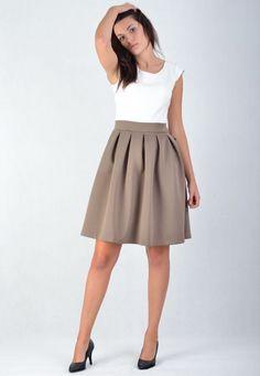 Sukienka rozkloszowana, dwukolorowa z rozkloszowanym dołem. http://besima.pl