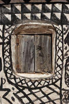 treebystream: africa, gurunsi (kassena) window So interesting how people's of Africa have such affinity for geometric decor! Vernacular Architecture, Art And Architecture, Architecture Details, Out Of Africa, West Africa, Site Art, African House, Crazy Day, Art Africain