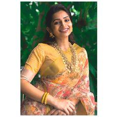 Gorgeous Women, Beautiful People, Indian Beauty Saree, Indian Sarees, Most Beautiful Bollywood Actress, Saree Models, Elegant Saree, Beautiful Saree, Beautiful Flowers