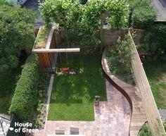 Overzicht slingerbank met tuinhuis moderne tuinen van house of green modern Modern Garden Design, Contemporary Garden, Landscape Design, Back Gardens, Small Gardens, Outdoor Gardens, Modern Gardens, Family Garden, Home And Garden